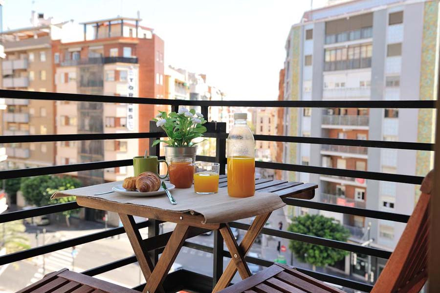 Moving to Valencia is a great choice, in Travel Habitat we offer medium stay and long stay accommodation for you!