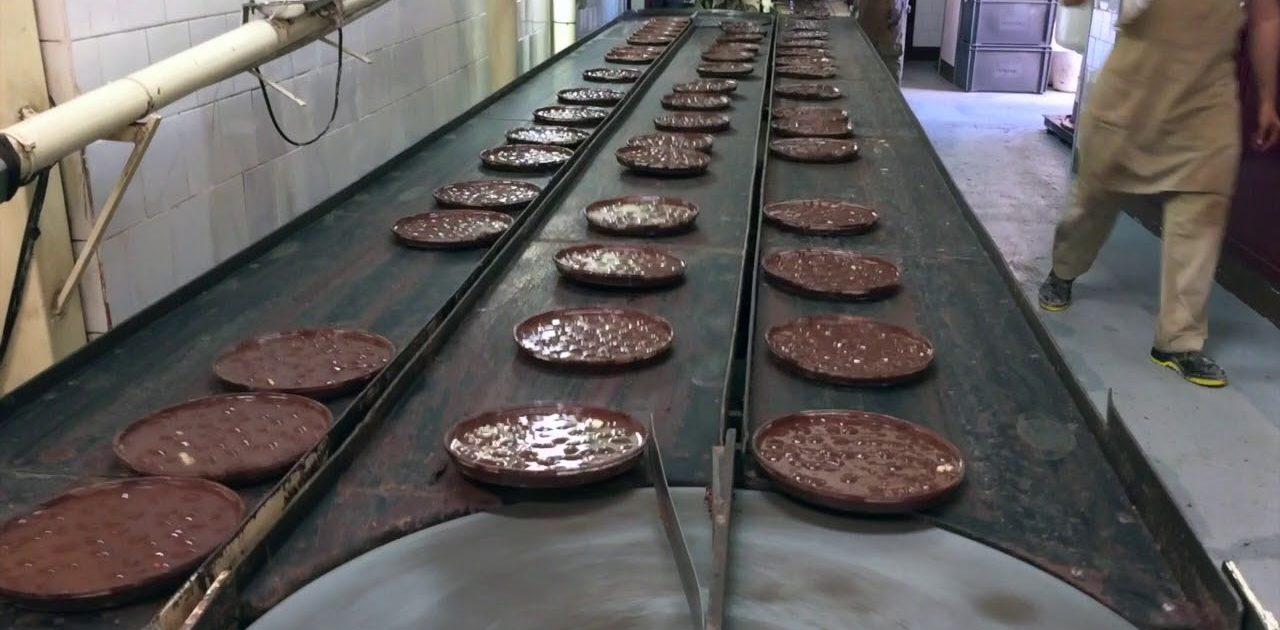 Visita a la fábrica - museo de Chocolates Pérez, en Villajoyosa, una excelente excursión con niños desde Valencia.