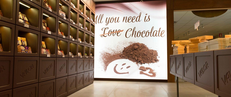Visita a la fábrica - museo de Chocolates Valor, en Villajoyosa, una excelente excursión con niños desde Valencia.
