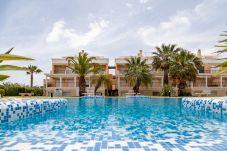 Apartamentos en Oliva Nova Golf: disfruta de las vacaciones con Travel Habitat.